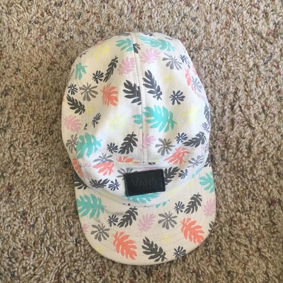 e2e9a4a30f5b5 Vans 5 panel hat palm leaf print. M 5b140507c9bf502e7a2c3275